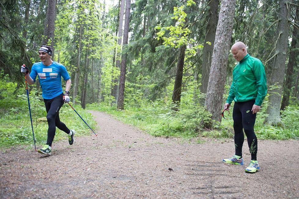 Hiihtäjä Ristomatti Hakolan ja valmentaja Antti Hagqvistin valmennussuhde on jatkunut jo useita vuosia. Kuva Aulangolta Hämeenlinnasta vuonna 2015.