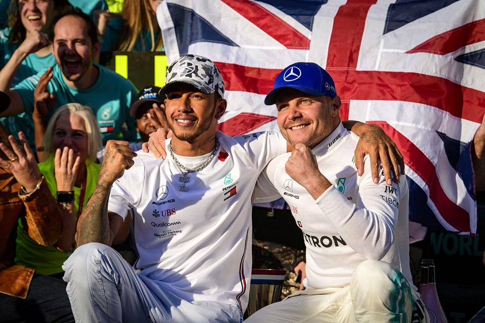 Mercedeksen Lewis Hamilton ja Valtteri Bottas juhlivat viime kaudella kaksoisvoittoa Austinin GP:ssä.