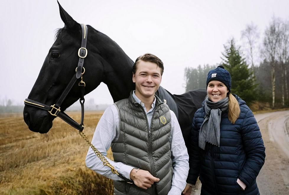 Sanna Siltakorven ja Elmo Jankarin hevosten koti on tällä hetkellä Kankaanpään Niinisalossa.