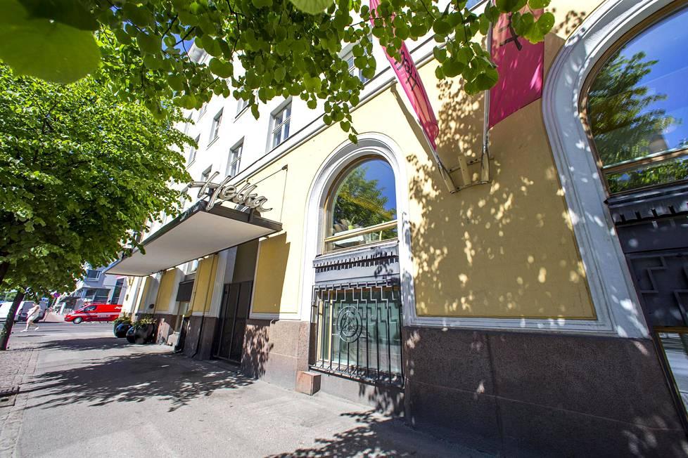 NNKY:n talo (1929–30, Helsinki). Hanna Parviainen rahoitti rakennustöitä, ja ehtona oli, että Lönn ja Parviainen saivat yläkerroksista oman asunnon. Nykyään talossa toimii hotelli Helka.