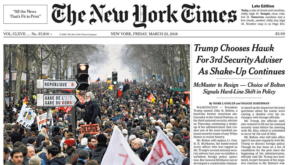 The New York Timesin perjantain etusivu.