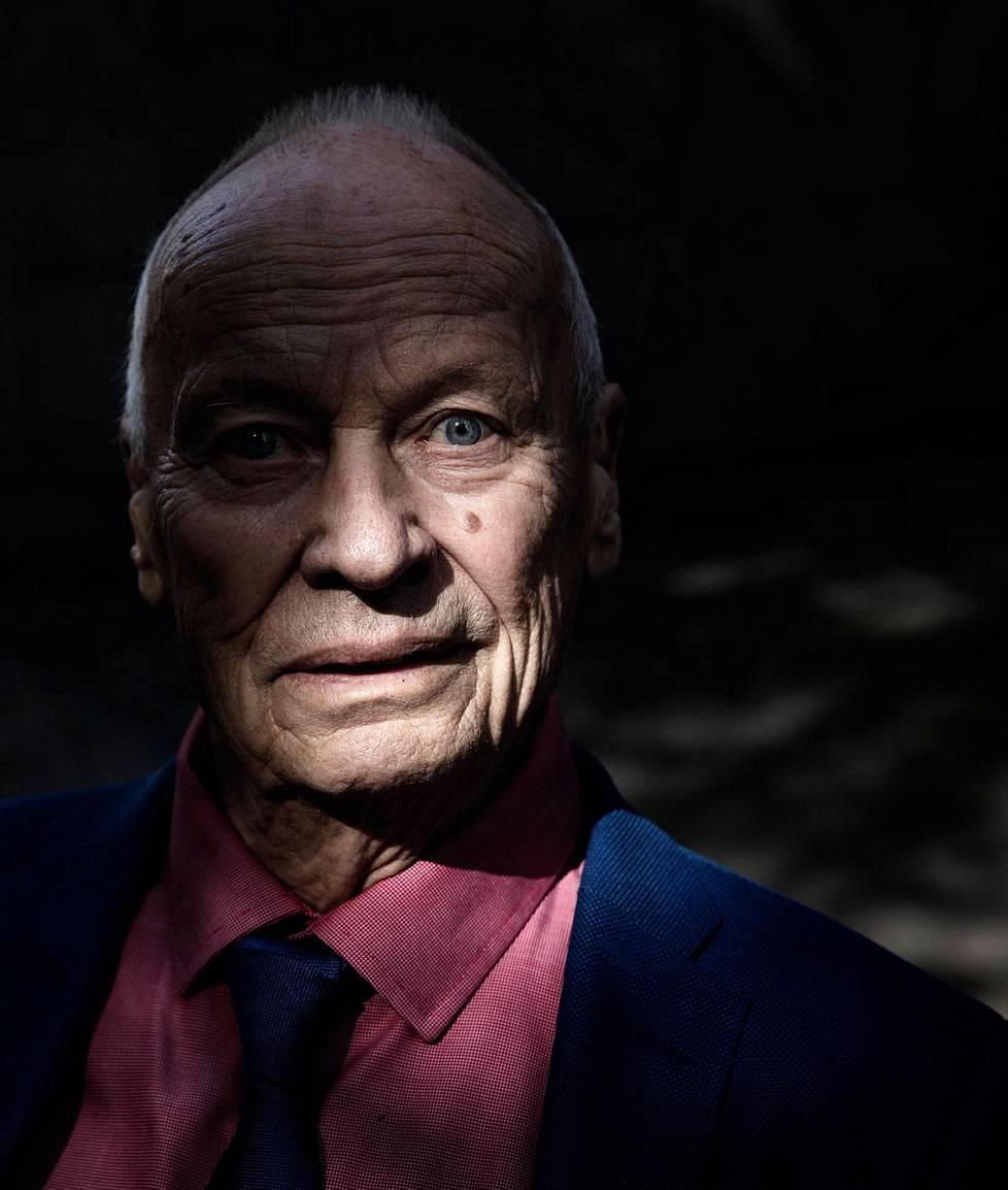 Eke-yhtiöiden perustaja Bertel Ekengren täytti elokuun lopulla 85 vuotta. Eläkkeellä hän ei malttanut pysyä , joten hän perusti uuden rakennusyhtiön.