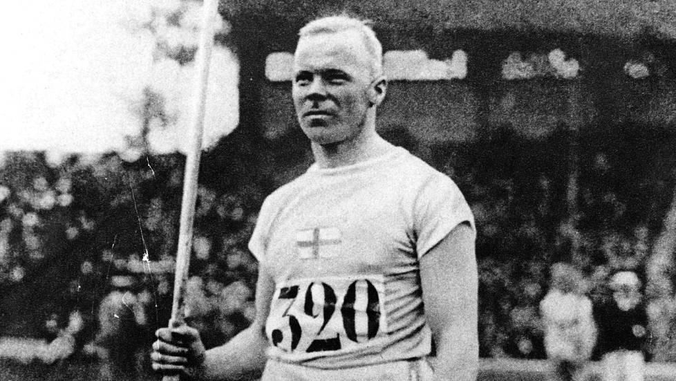 Jonni Myyrä voitti toisen olympiakultansa keihäänheitossa Pariisissa vuonna 1924.