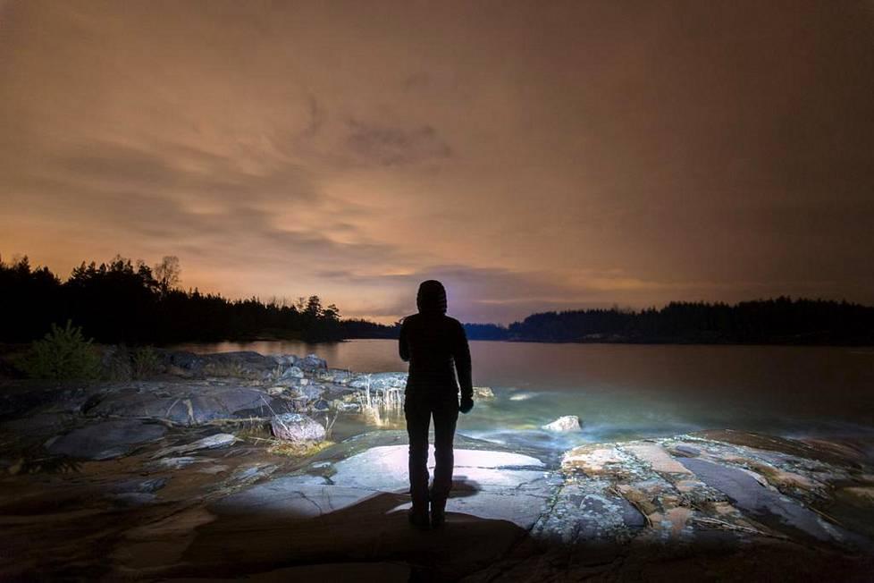 Valokuvaaja Minttu Lehtovaara valvoo yöt. Kun muut nukkuvat, hän kaivaa usein kameran esille ja lähtee kuvaamaan.