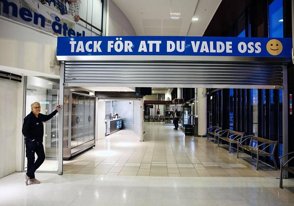 Nordbyn supermarketissa 18 vuotta työskennellyt Camilla Hedström odottaa päivää, jolloin raja taas aukeaisi.
