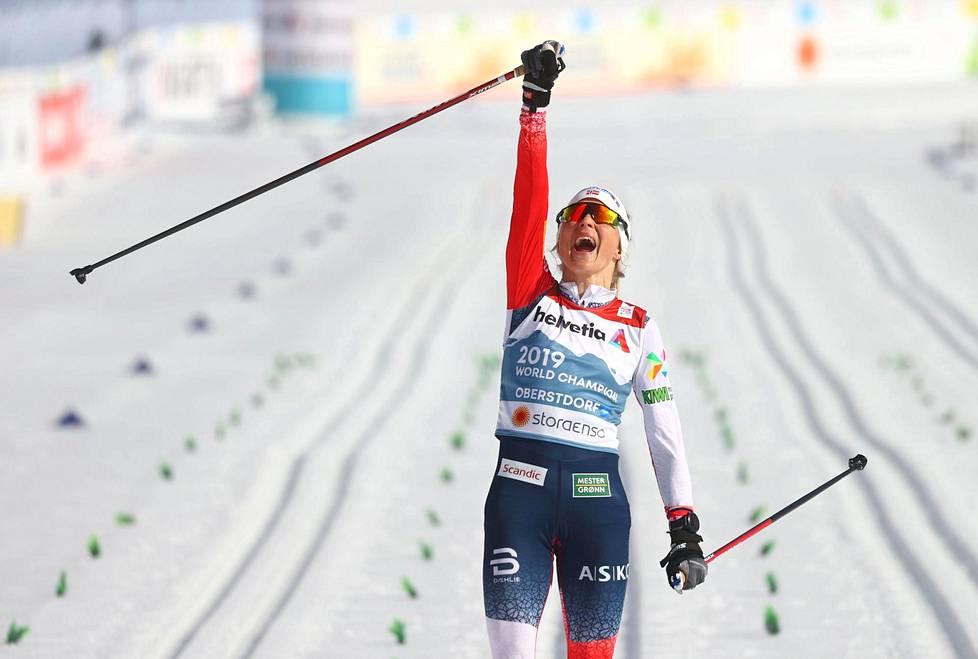 Therese Johaug voitti lauantaina uransa kymmenennen henkilökohtaisen MM-kullan. Lisäksi hänellä on neljä viestivoittoa.