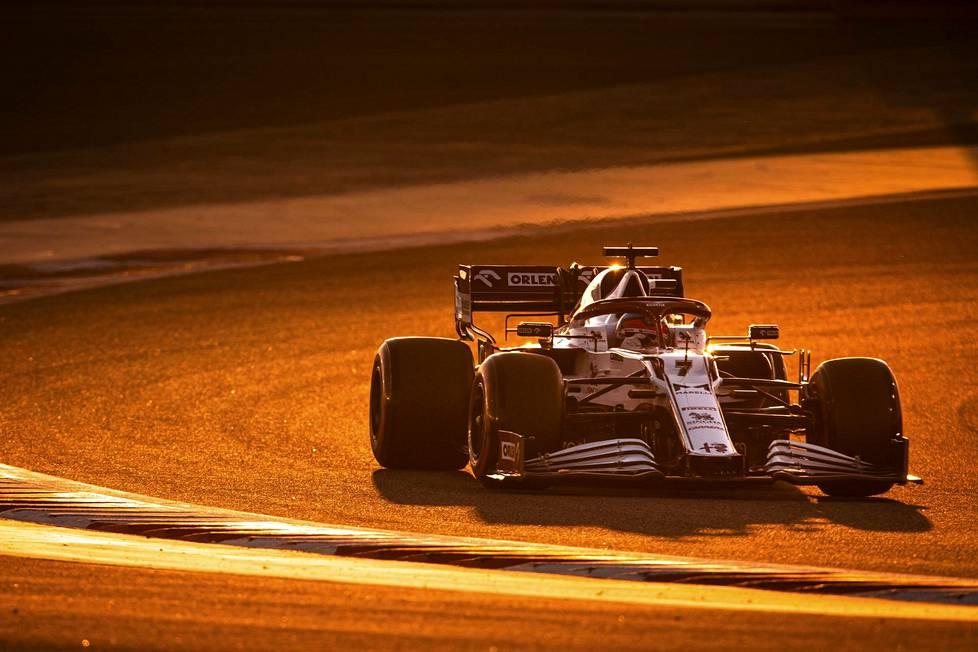 Kimi Räikkönen ajoi testiviikonloppuna Bahrainissa 229 kierrosta eli toiseksi eniten kaikista kuljettajista.