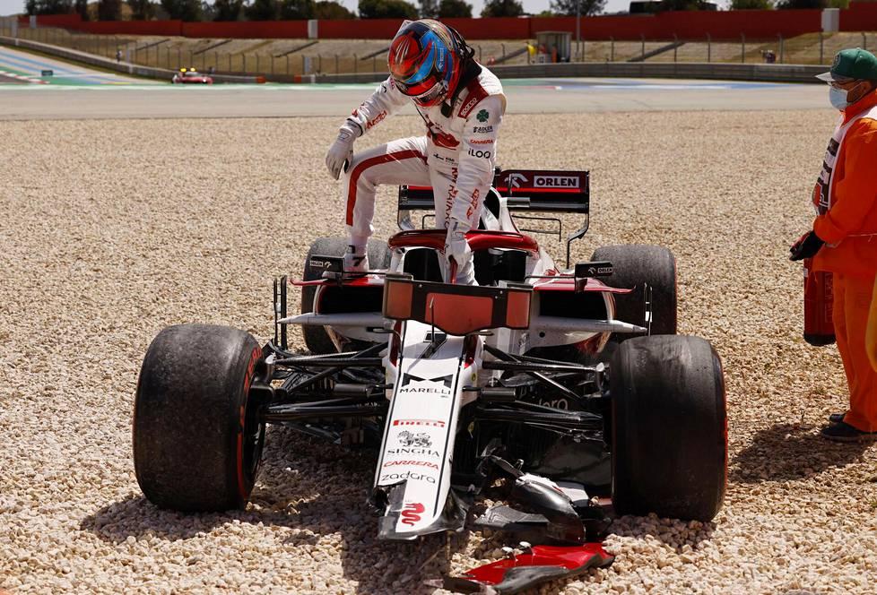 Kimi Räikkösen kisa päättyi viikko sitten Portugalissa keskeytykseen jo avauskierroksen jälkeen.