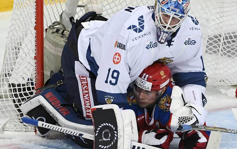 Maalivahti Mikko Koskinen olisi Leijonien kenties tärkein pelaaja tulevisassa olympiakisoissa. Koskisen puristukseen jäi Karjala-tunauksessa Venäjän Sergei Andronov.