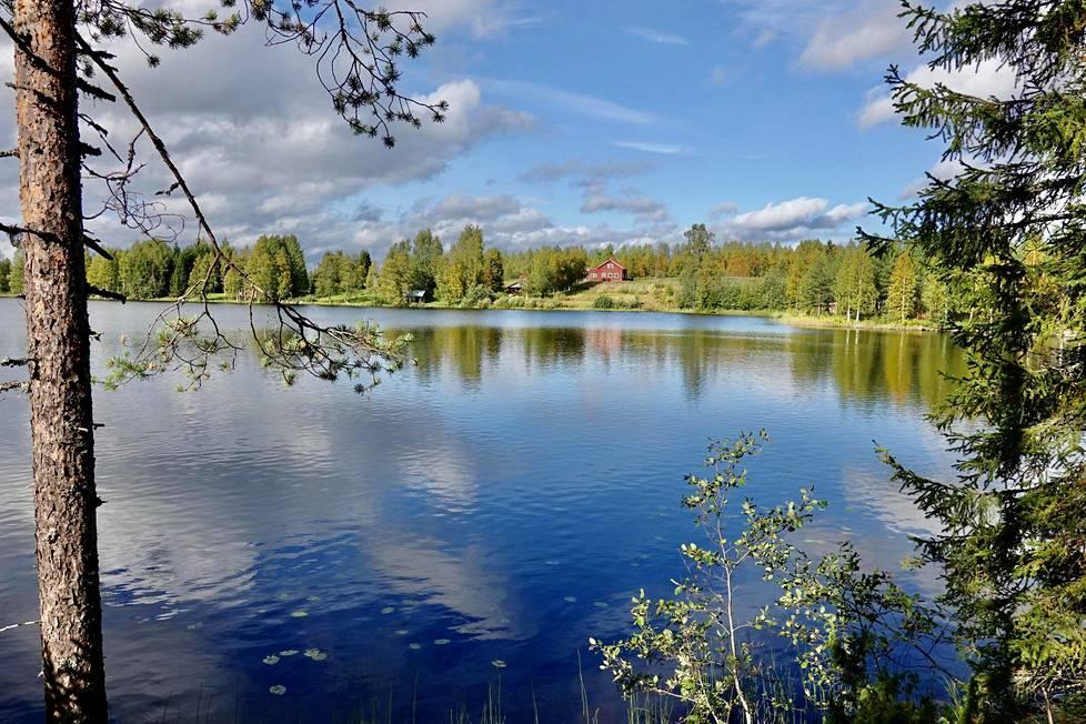 Suomussalmen Kuivajärven rantamilta alkaa tarunhohtoinen Viena, jonka kulttuuripiiriin kuuluvista kylistä on kerätty valtaosa Kalevalan säkeistä.