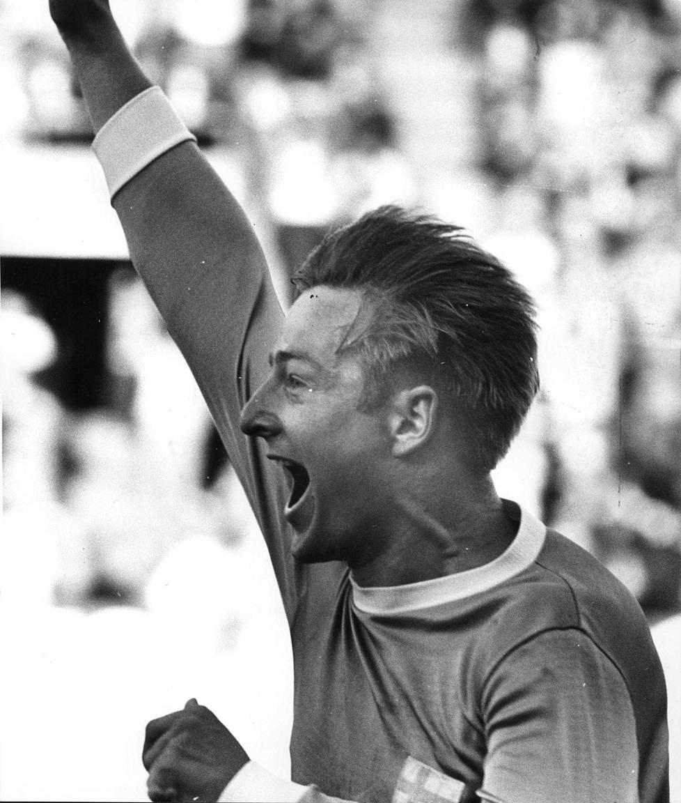 Arto Tolsa vei Suomen sensaatiomaisesti 2–0-johtoon Espanjaa vastaan pelatussa MM-karsintaottelussa 25. kesäkuuta 1969 Helsingin Olympiastadionilla. Suomi voitti 2–0.