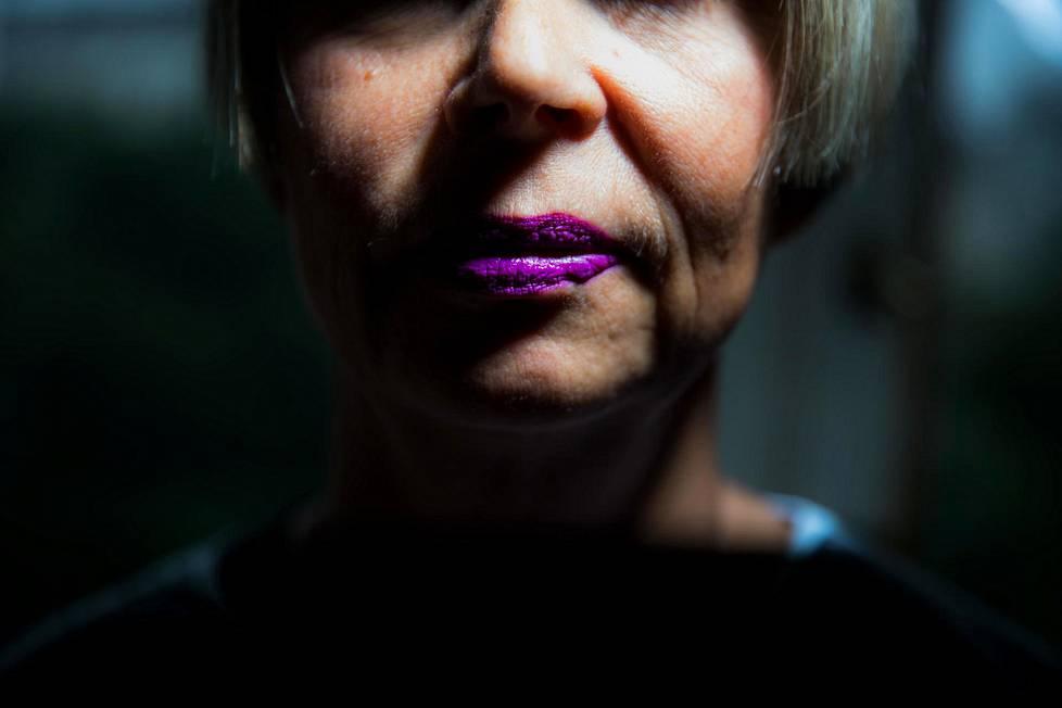 Tosi-tv ja julkisuus ovat psykologi ja psykoterapeutti Laura Stenroosin erikoisosaamista.
