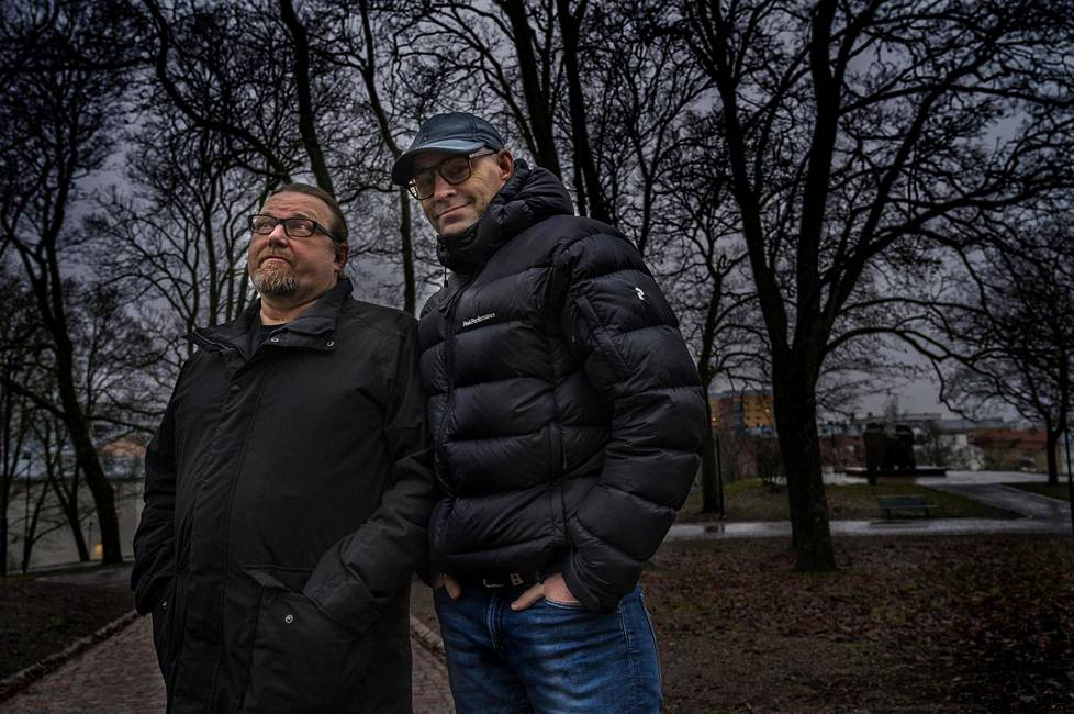 Jussi Rainio (oik.) menestyi Neon 2 -yhtyeessä ja Tähdet, tähdet -musiikkikilpailussa mutta pitää veljeään Timoa silti itseään musikaalisempana.