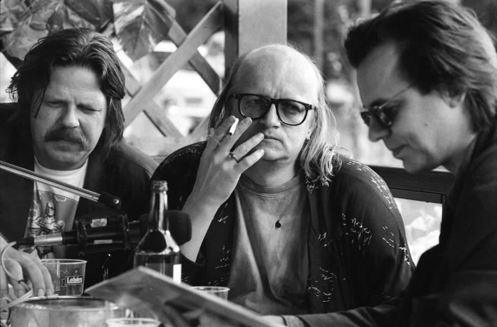 Waldemar Wallenius, Juice Leskinen ja Harri Tuominen saivat aikaan 40 tunnin Juice 40 -ohjelmasarjan Tampereella 1989–1990.