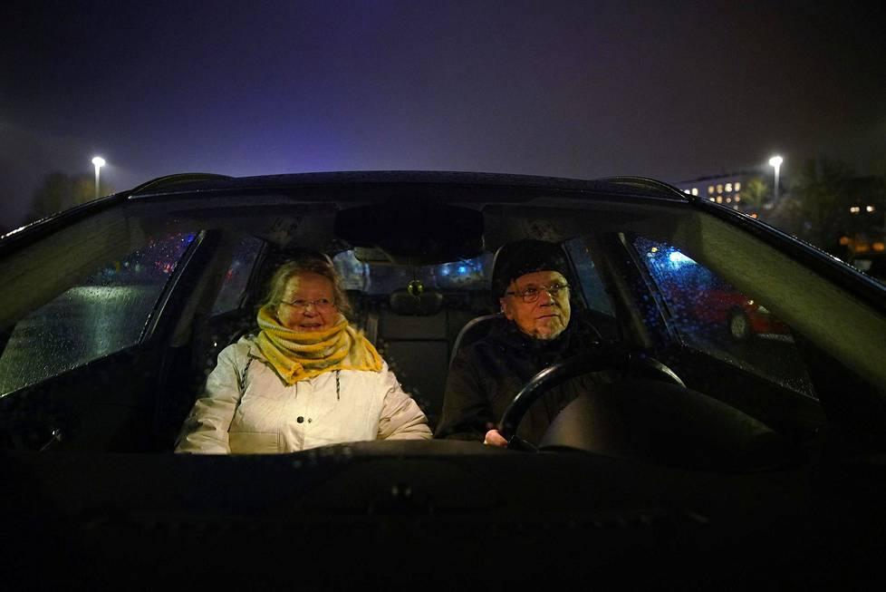 Tavallisesti Satu ja Matti Lahtinen viettävät uudenvuodenaattoa isommalla porukalla. Tänä vuonna he ovat kahdestaan.