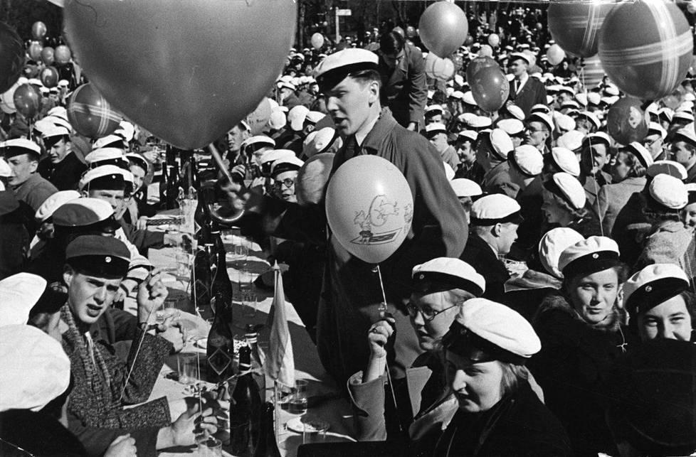 Vapun juhlimista vuonna 1938.