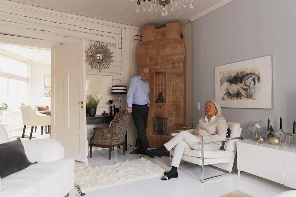 Riitta ja Håkan Eriksson vaihtoivat viime syyskuussa omakotitalon Espoon Westendissä asuntoon vanhassa puutalossa Porvoon keskustassa
