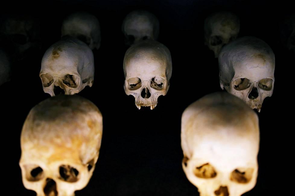 Tapettujen kalloja Ruandan kansanmurhan muistomerkillä Kigalissa.