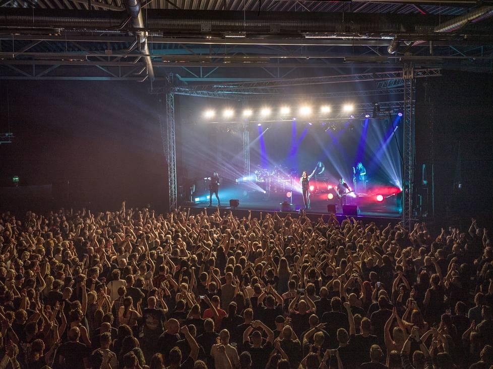 Club Teatrialle oli saapunut yli 3000 Nightwish-fania.