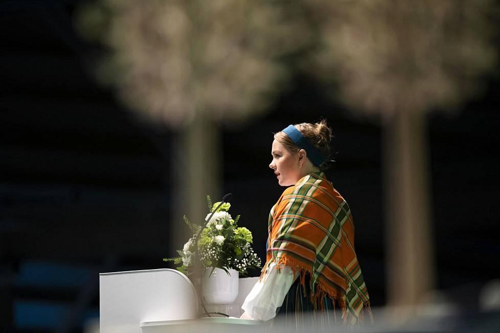Katri Kulmuni puhui keskustan puoluekokouksessa Oulussa 4. syyskuuta ennen puheenjohtajaäänestystä.