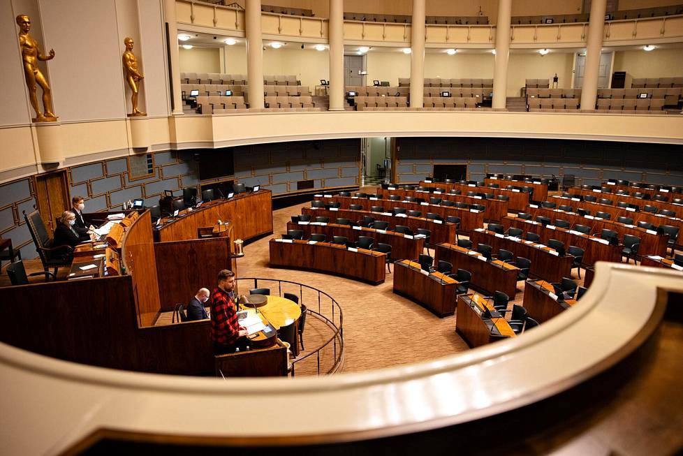 Muiden puolueiden edustajat eivät olleet paikalla täysistuntosalissa.