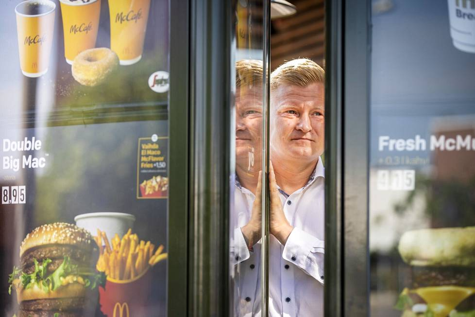 Mikko Salminen on työskennellyt Tampereen McDonald's-ravintoloissa liki kaikissa tehtävissä. Ura alkoi vuonna 2000. Nykyään hän on Tampereen McDonald's-ravintoloiden kenttäpäällikkö.