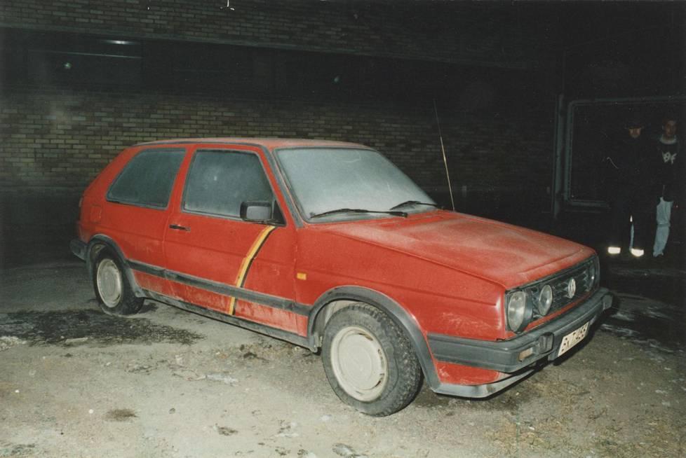 Kari Tahvanaisen ja Veli Gröhnin ruumiit löytyivät Volkswagenista Helsingin Punavuoresta helmikuussa 1992.