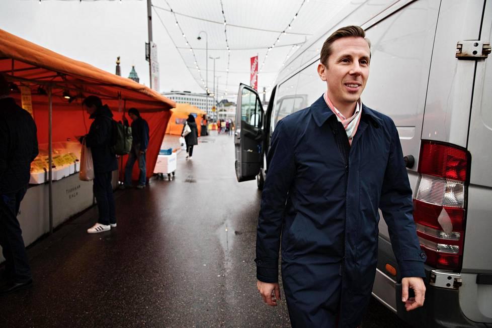 Rasmus Roiha on entinen sarjayrittäjä, joka työskentelee Ohjelmistoyrittäjät ry:n toimitusjohtajana.