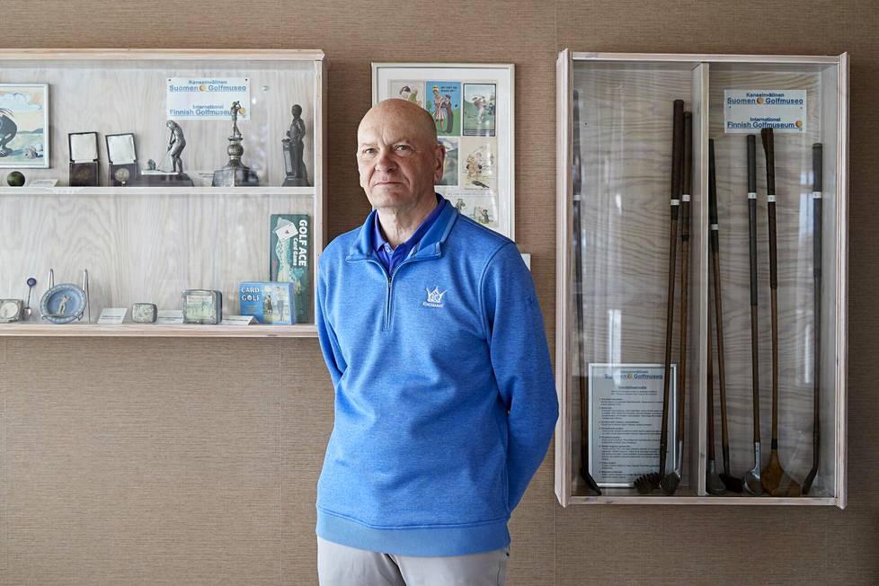 Emeritusprofessori Jukka Paakki kirjoitti faktapohjaisen romaanin Mannerheimin golfharrastuksesta.