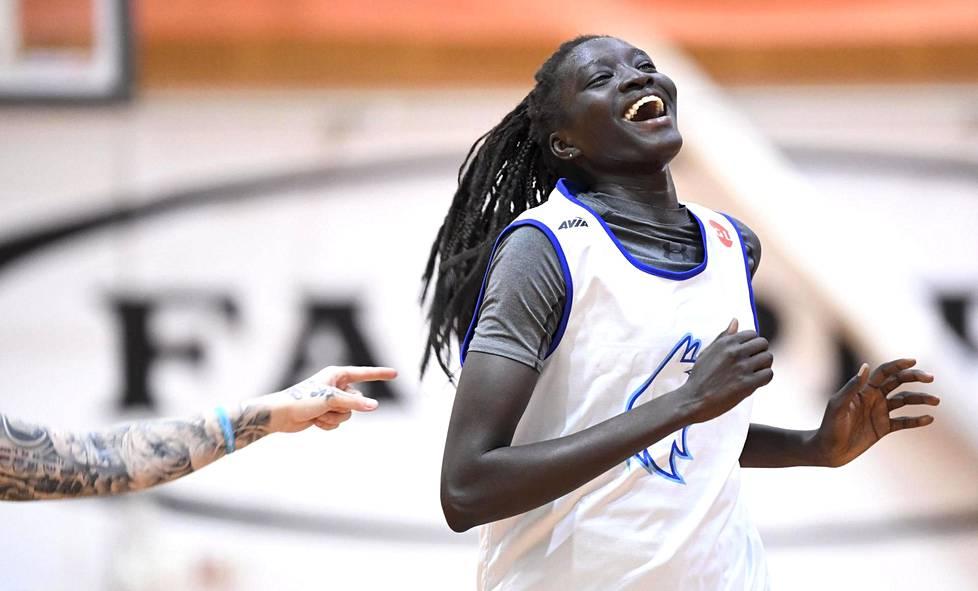 Awak Kuier, 19, on jo nyt Suomen koripallomaajoukkueen ykköspelaaja