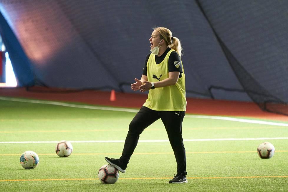 Rosa Lappi-Seppälä sanoo, että häntä houkuttaisi jonain päivänä valmentaa ulkomailla.
