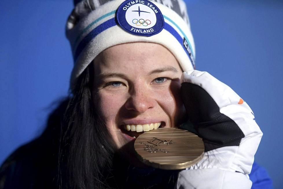 Krista Pärmäkoski sai pronssinsa kaulaan muutaman tunnin kilpailun jälkeen.