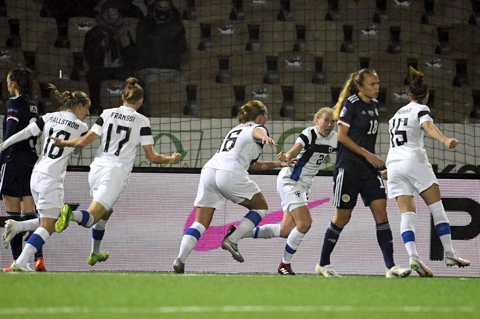 Eveliina Summanen (20) teki 1-0 maalin jalkapallon naisten EM-karsintaottelussa Suomi–Skotlanti Helsingissä lokakuussa 2020.
