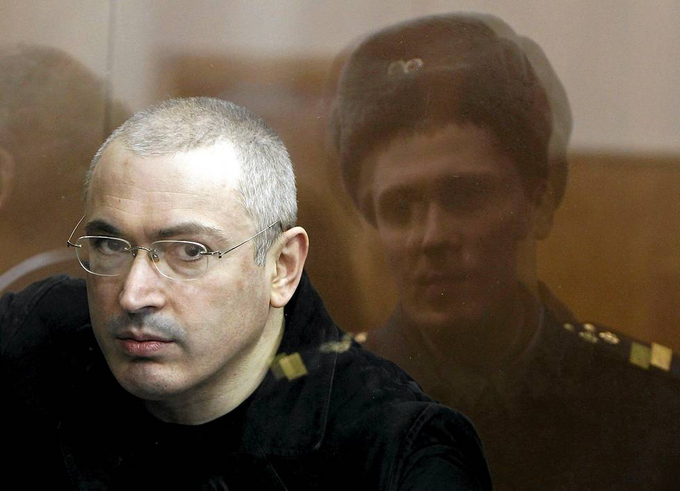 Mihail Hodorkovski Jailed Russian former oil tycoon Mikhail Khodorkovsky is seen standing in the defendants cage during a court session in Moscow in this April 5, 2010 file photograph.