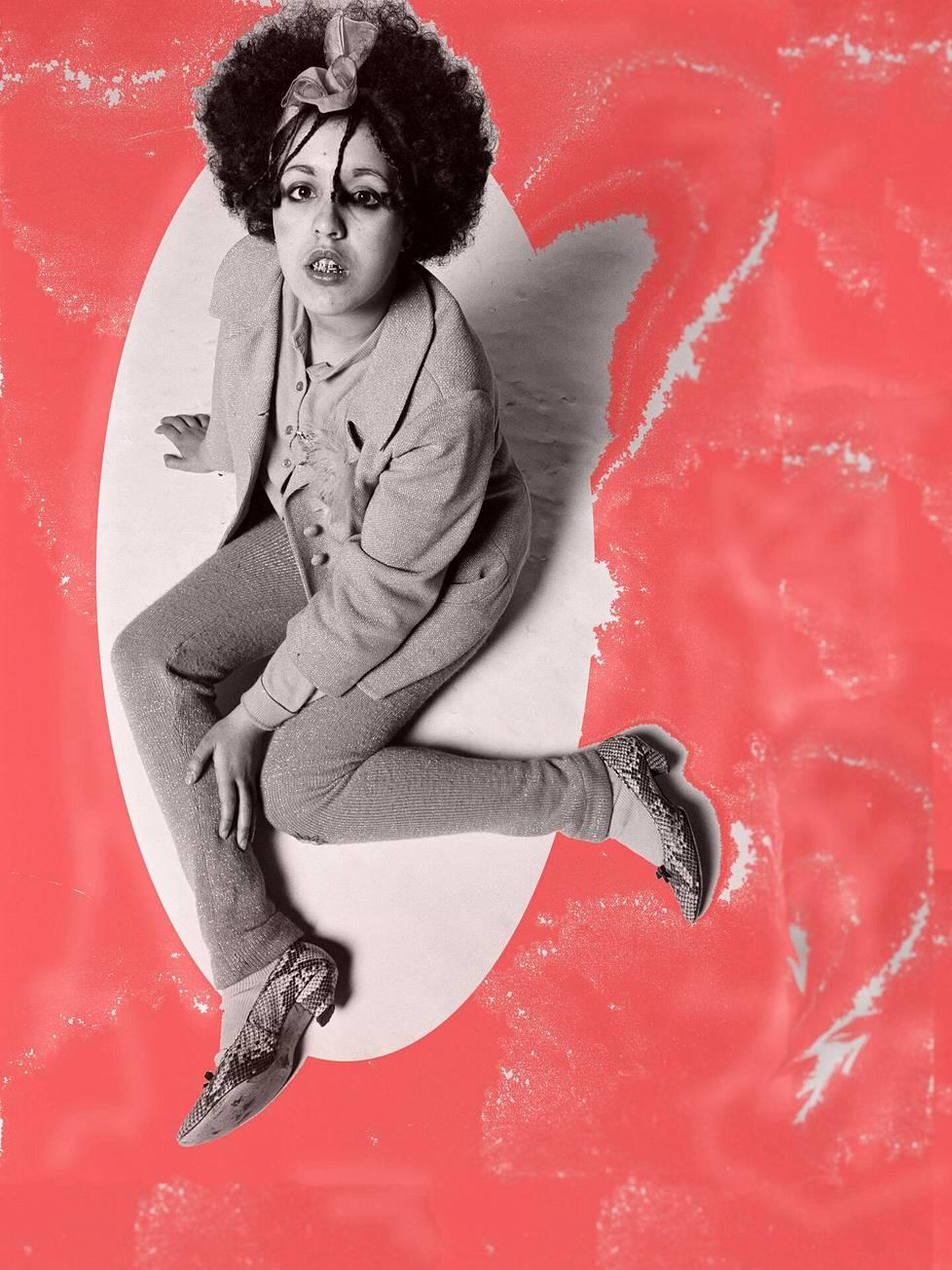 Brittimuusikko, laulaja-lauluntekijä Marianne Joan Elliott-Said eli Poly Styrene kuvattuna joulukuussa 1977.
