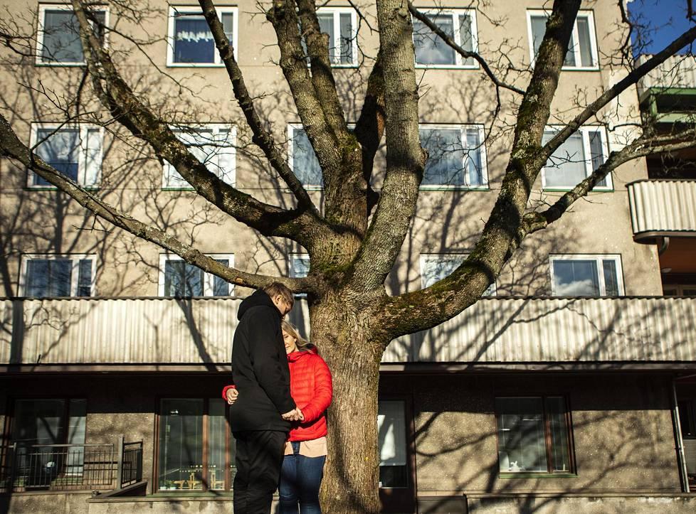 Vaikea raskaus sai Saijan masentumaan ja ahdistumaan. Helsingin ensikodista hän sai apua mielenterveysongelmiin ja vauva-arkeen.