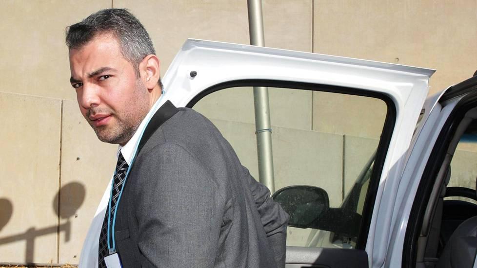 Hussein al-Taee matkalla suomalaisten rakentamaan Bagdadin konferenssikeskukseen, jossa toimii nyt Irakin parlamentti.