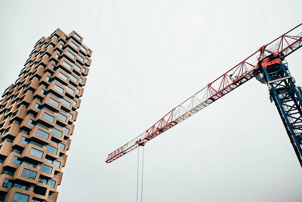 125-metrinen tornitalo on saamassa vierelleen toista samanlaista Tukholman Vasastanissa.