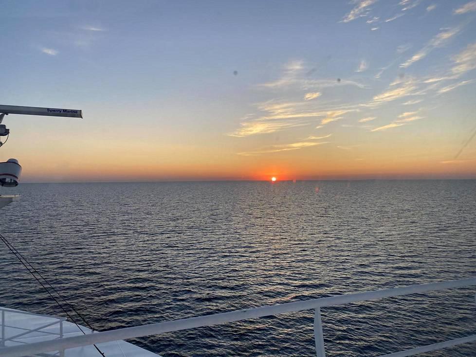 Auringonlasku eteläisellä Itämerellä Tanskan vesillä.