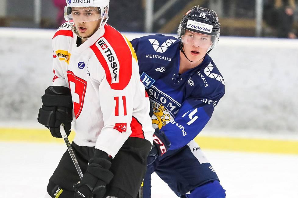 Anton Lundell alle 20-vuotiaiden maaottelussa Sveitsiä vastaan Vierumäellä runsas vuosi sitten.