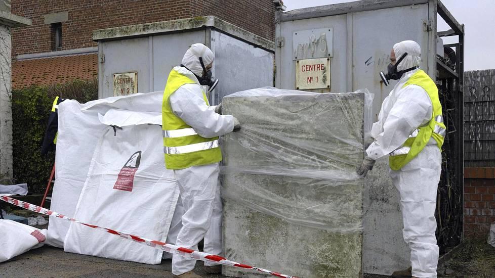 Asbesti aiheuttaa syöpiä ja asbestoosia.