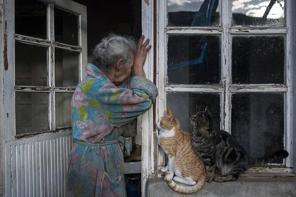 Abovyan Hasmik asuntonsa ovella Nerkin Susin kylässä Vuoristo-Karabahissa. Yleiset uutiskuvasarjat, 1. palkinto.