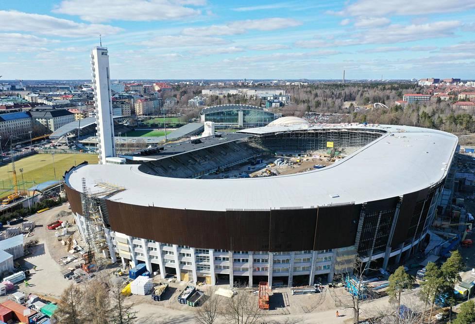 Tältä näyttävät Olympiastadionin katetut katsomot. Uusitulle stadionille mahtuu enimmillään 36500 katsojaa.