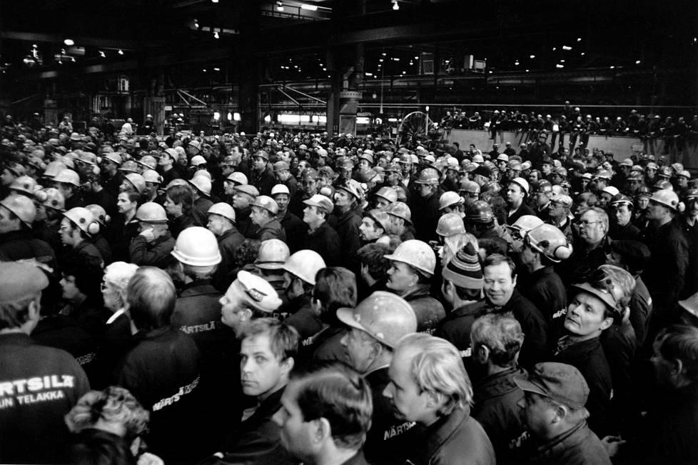 Wärtsilä Meriteollisuuden työntekijät päättivät 27. 10. 1989 lähteä osoittamaan mieltä Helsinkiin.