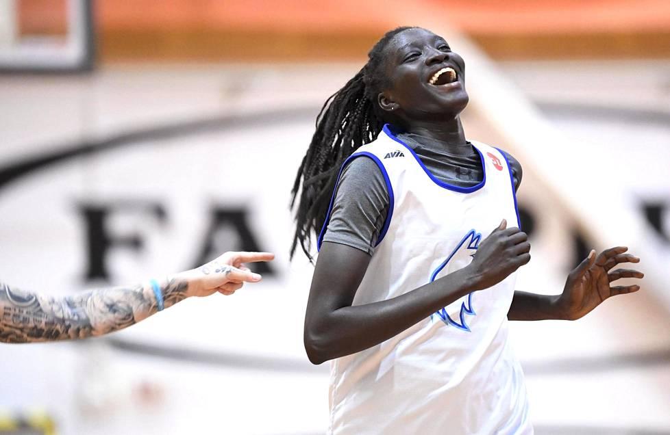 WNBA-varaustaan odotteleva Awak Kuier kuuluu Suomen maajoukkueen avainpelaajiin. Kuvassa Kuier maajoukkueen harjoituksissa Helsingissä 23. heinäkuuta 2020.