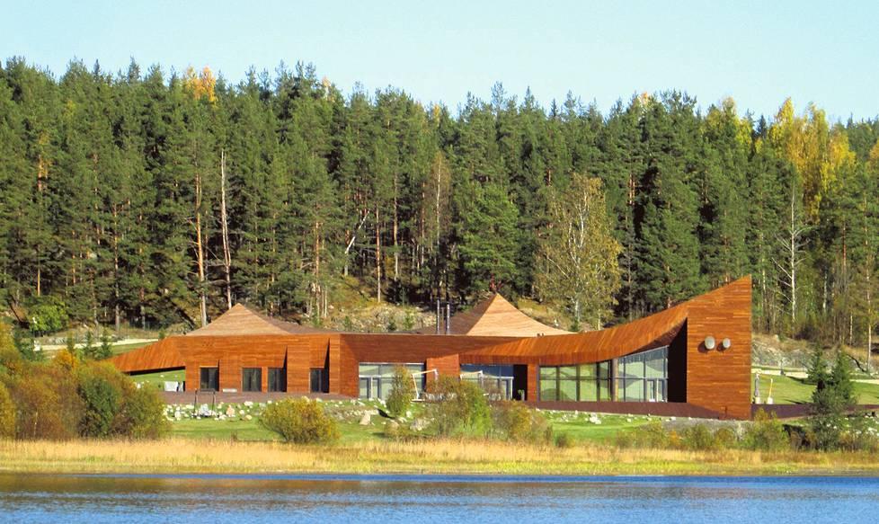 Laatokan Marjalahdella kohoaa kuparinvärinen rakennus, jonka isäntä ei ollut lokakuussa kotosalla.