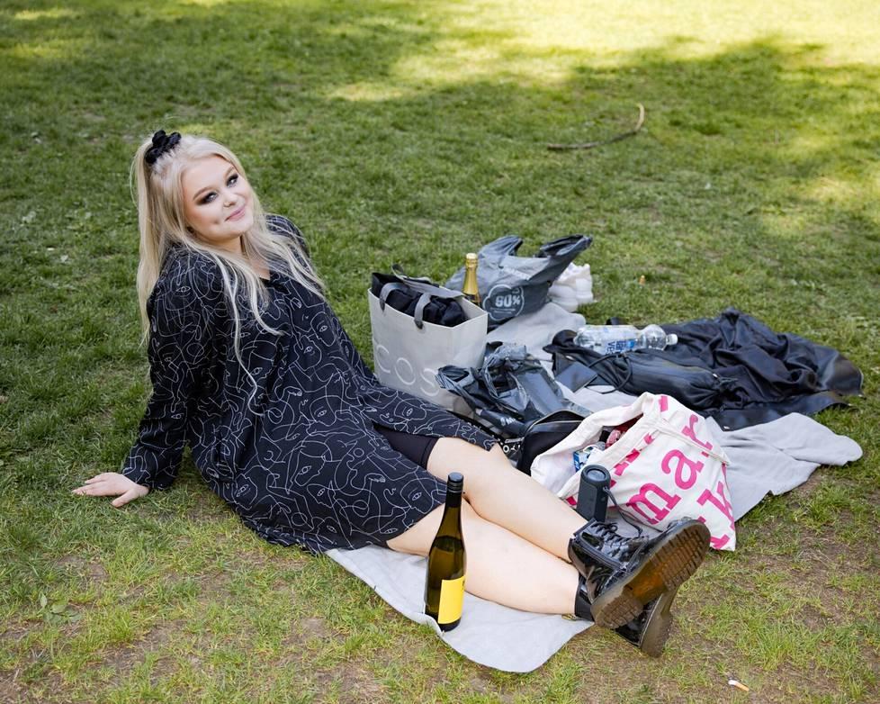Heidi Vierumäki Koffin puistossa.