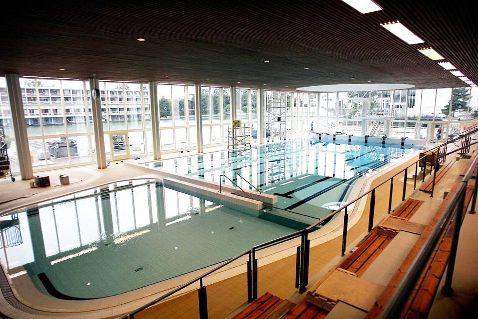 Tapiolan uimahalli remontoituna vuonna 2005. Hallia esitetään nyt purettavaksi.