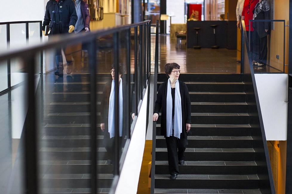 Keskustelu luottamuksesta on noussut pinnalle, koska luottamus on koetuksella työelämän jatkuvien muutosten tähden, sanoo Professori Taina Savolainen.