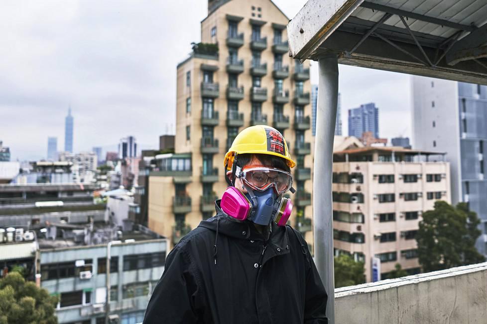 Adam, 25, pakeni Hongkongista Taiwaniin vuosi sitten. Vaikeinta uudessa elämässä on yksinäisyys, sillä Adam ei voi luottaa kehenkään.